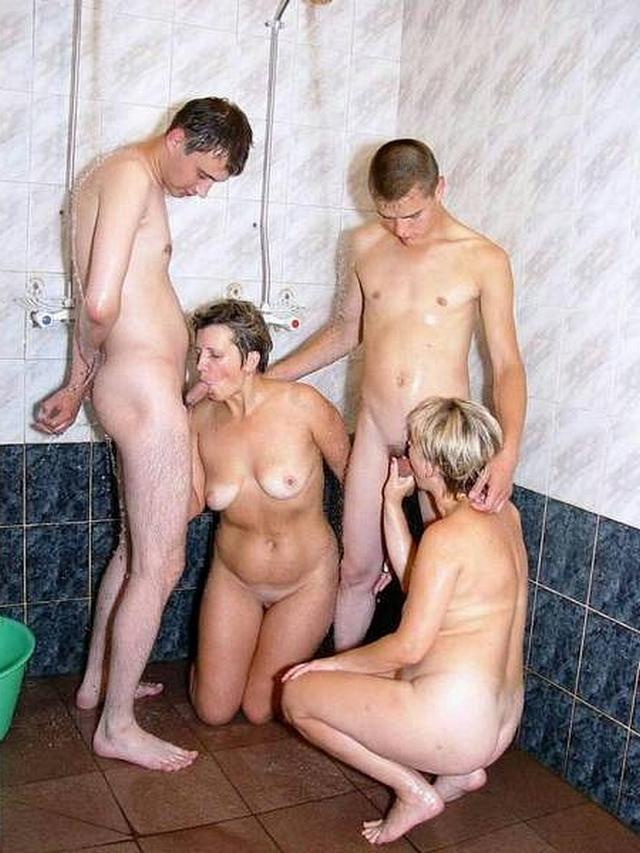 Русское порно молодые со старым в бане