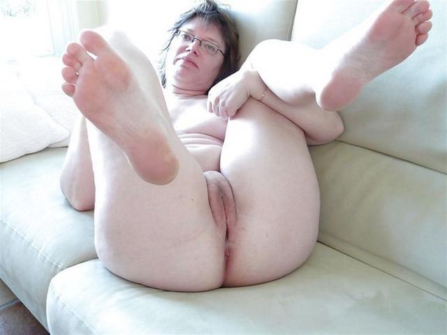 Big breasted skinny girl nude photos