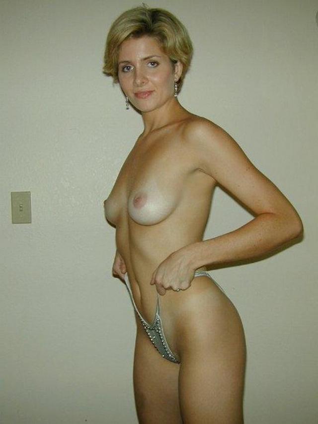 Анальную пробку зрелые женщины в одежде и голые на природе молодежь видео